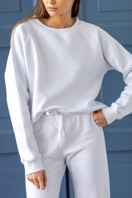 basic white sweatshirt