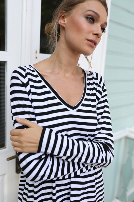 wide v-neck long sleeve