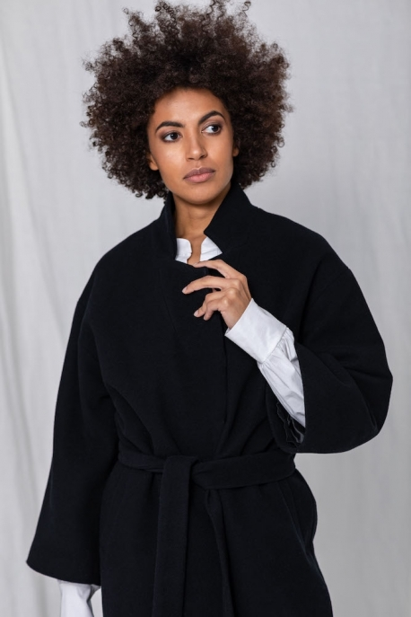 coat with wide sleeves